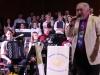 Johann Murg tauscht den Dirigentenstab durch das Mikrophon